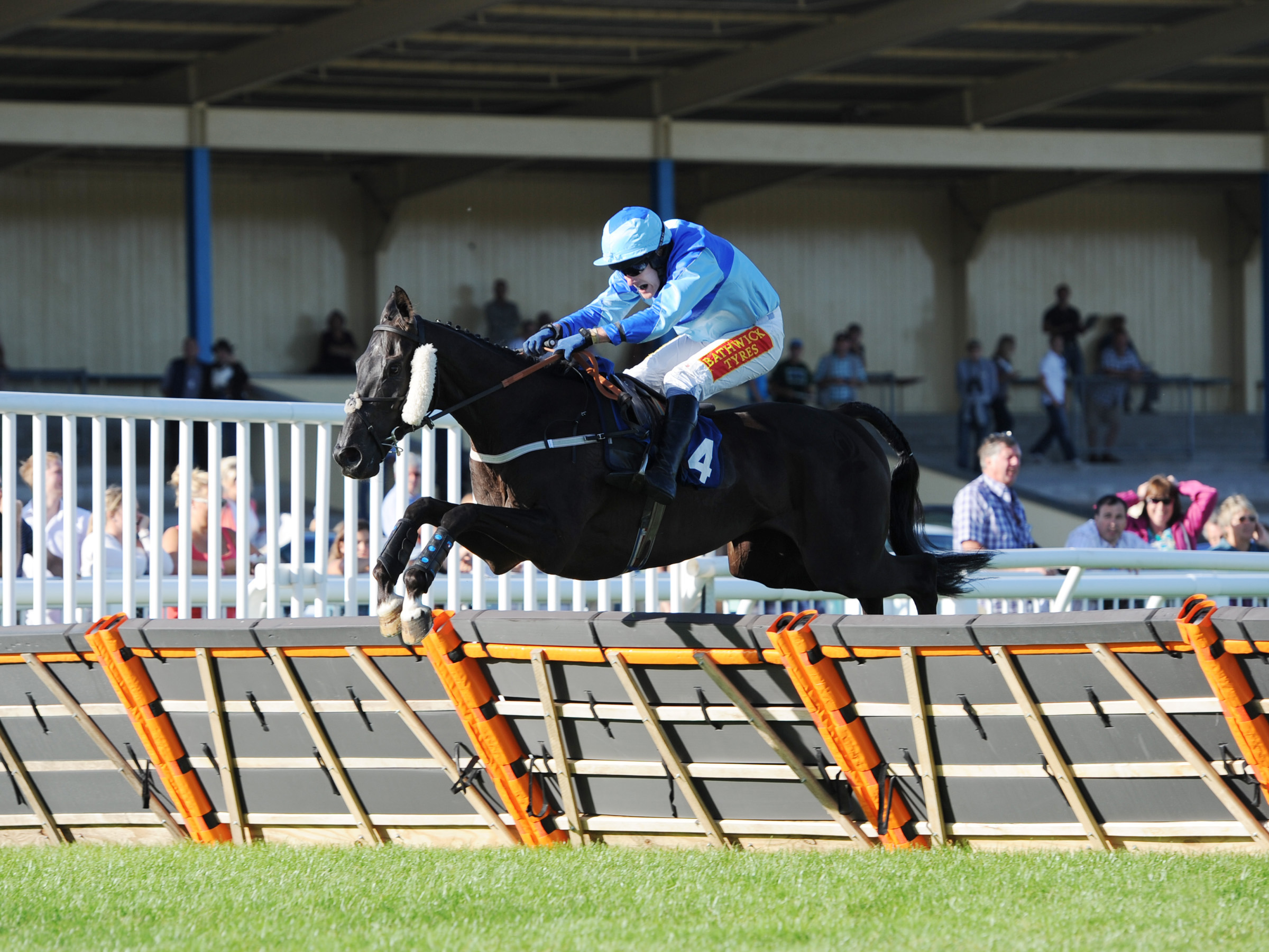 Welcome to 2014 and the new Nigel Hawke's Thorne Farm Racing website